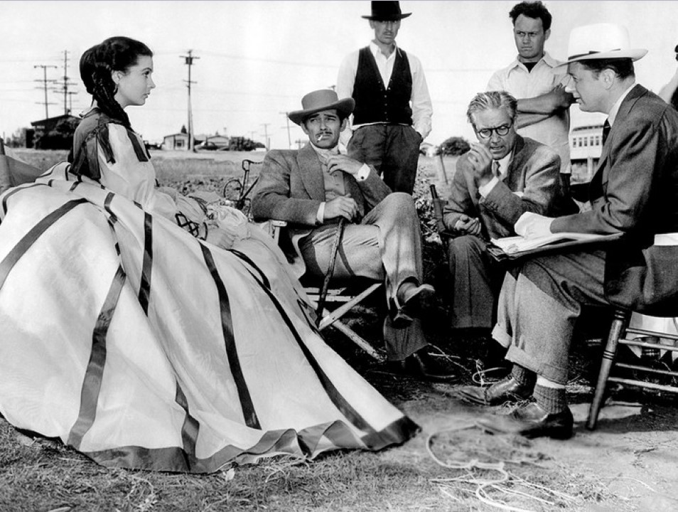Vivien-Leigh-Clark-Gable-and-director-Victor-Fleming-on-the-set-of-Gone-With-The-Wind-1939 (Custom)